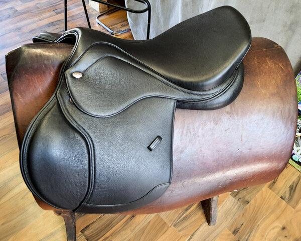 Produktfoto Letek Springsattel Smooth S-Line schwarz