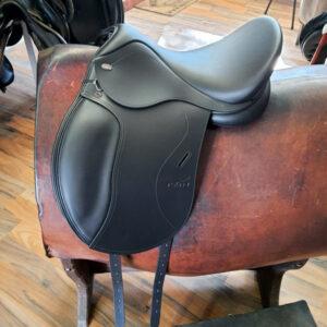 Produktfoto Tekna Pony Dressur Sattel S-Line schwarz Seitenansicht