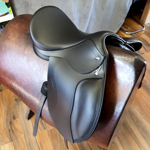 Produktfoto Tekna Pony Dressur Sattel S-Line schwarz