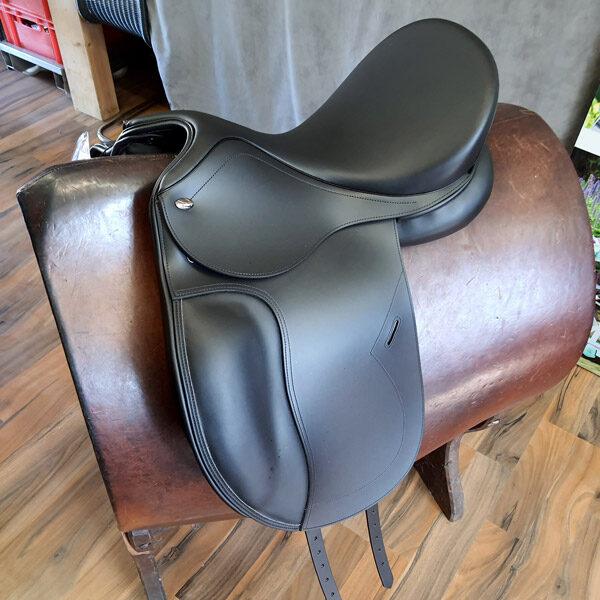 Produktfoto Tekna Smooth Dressur Sattel schwarz